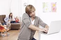 ZU WENIG ZEIT / 65 Prozent der Eltern mit Kindern unter 16 Jahren haben das Gefühl, dass sie nicht allen Anforderungen gerecht werden.