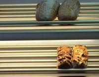 Etwa 2,7 Tonnen Brot und Backwaren bleiben in der Woche in einer Bäckerei unverkauft liegen. Wie diese Mengen reduziert werden können, hat ein Forschungsprojekt an der FH Münster untersucht. Quelle: FH Münster/Fachbereich Oecotrophologie – Facility Management (idw)