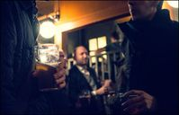 Nach der Arbeit: zur Entspannung ein Bier (Foto: flickr/ Anders Adermark)