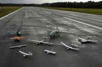 Eine Gruppe von verschiedenen Drohnen.