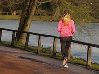 Jogging: Knochen profitieren von Belastung. Bild: Paulwip/pixelio.de