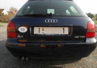 So sehen die KfZ-Schilder an den ersten zugelassenen Fahrzeuge aus.