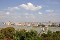 Blick auf Pest von Buda aus gesehen