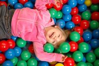 Bällebad im Indoor-Spielplatz rabatzz! Hamburg. Bild: KESS Family Entertainment Center Betriebsgesellschaft mbH