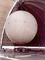 Transportballon CargoLifter CL75 AirCrane in der Cargolifter-Halle nahe der Ortschaft Brand (Gemeinde Halbe). Der Ballon ging am 10. Juli 2002 durch einen Sturm verloren. Bild: Stefan Kühn