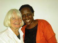 Barbara Gladysch mit der ruandischen Autorin Esther Mujawayo bei einer Lesung in Düsseldorf 2007
