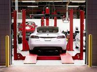 Tesla-Werkstatt: Konzern plant eine eigene Versicherung.
