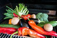 """Sommerlich-gesunder Genuss: Gemüse vom Grill. Bild: """"obs/Deutscher Verband Flüssiggas e. V./Wolfgang Kröger"""""""