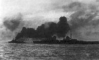 Der sowjetische Kreuzer Kirov, in schützendem Rauch gehüllt, bei der Evakuierung von Tallinn