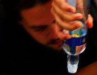 Alkohol: verunstaltet das Gesicht messbar (Foto: Flickr/Mamchenkov)