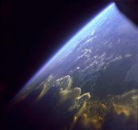 Die Erdatmosphäre aus dem Weltraum betrachtet