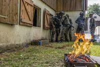 """Der Orts- und Häuserkampf ist eine der komplexesten praktischen Ausbildungen für die zivilen Führungskräfte Bild: """"obs/Presse- und Informationszentrum des Heeres/Alena Schleicher"""""""