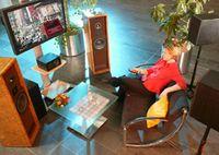 Raumklang für's Fernsehen - mit MPEG Surround können die Sender Audiodaten kostengünstig übertragen. © Fraunhofer IIS