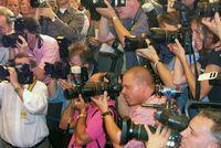 Medienaufebot: britische Presse will Klarheit. Bild: wikipedia.com/ToKo