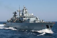 Die Fregatten BRANDENBURG und NIEDERSACHSEN führen eine Krafstoffübernahme (replenishment at sea) und Palettenversorgung (Multi-Ship-RAS) mit dem Einsatzgruppenversorger FRANKFURT AM MAIN durch.