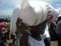 """Die haitianische Bevölkerung ist dringend auf Lebensmittellieferungen angewiesen. Bild: """"obs/nph deutschland e.V."""""""
