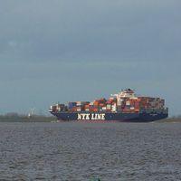 Containerfrachter auf der Elbe. Bild: Hans-Ulrich Roesner / WWF