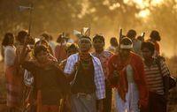 Die Dongria bekräftigten ihren Schwur, die Niyamgiri-Berge nicht zu verlassen, bei einem Fest im Februar. Bild: Survival