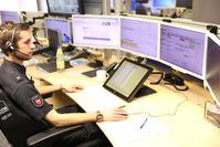 Einsatzbeamter an seinem Arbeitsplatz in der Kooperativen Regionalleitstelle Osnabrück