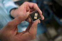 Solche Halbleiter-Chips mit Quantenpunkten stellt das Bochumer Team am Lehrstuhl für Festkörperphysik her.Quelle: © RUB, Kramer  (idw)