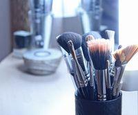 Schminkpinsel: Biogele für Kosmetika weiter erforscht. Bild: pixelio.de/Bäcker