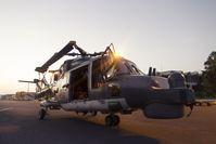 Ankunft der Sea Lynx am Flughafen von Djibouti. Ausladen der Fracht und einladen der beiden Tonner. Bild: Bundeswehr