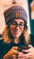 """Lächeln: """"Misü"""" erkennt Gefühlslage des Users."""