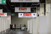 COVID-19-Impfzentrum in der Halle 4 der Messe Köln