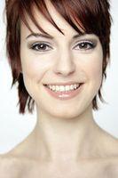 Gesicht: Gelbliche Haut gilt als schöner. Bild: pixelio.de/Tim Reckmann