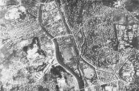 Luftaufnahme des Bodennullpunktes von Nagasaki vor dem Abwurf von Fat Man