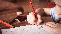 Lernendes Kind (Symbolbild)