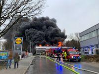 Lagerhallenbrand an der Röntgenstraße Bild: Feuerwehr