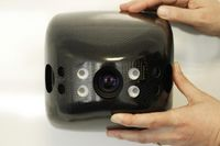 Die 3D-Kamera im Flugroboter erkennt aus sieben Metern Entfernung kleinere Objekte von 20 mal 15 Zentimeter. Quelle: © Fraunhofer IMS (idw)
