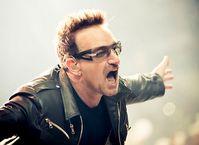 Bono bei einem Auftritt mit U2 im Jahre 2011