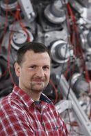 Der Astrophysiker René Reifarth will mit kosmologischen Uhren das Alter des Universums ermitteln.