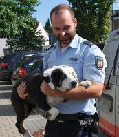 Polizeikommissar Sven Clausing mit dem blinden Hund