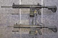 Das von Heckler & Koch hergestellte Sturmgewehr HK417 im Kaliber 7,62 × 51 mm ist die stärkere Version des HK416. In der Bundeswehr firmiert es als G27.