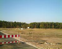 Täglich gehen in Deutschland rund 1,5 km² (220 Fußballfelder) Land unwiderbringlich verloren durch Errossion, Neubaugebiete, Straßen, etc.
