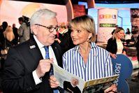 """Lions Deutschland-Chef Dr. Wolf-Rüdiger Reinicke mit Schauspielerin Uschi Glas. Bild: """"obs/Lions International/Ulrich Stoltenberg Lions Deutsch"""""""