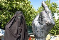 Eine Burkaträgerin: Eine moderne Form der Unterdrückungssymbolik der Frauen (Symbolbild)