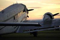 Flugzeug: Passagiere suchen nach Passagieren. Bild: pixelio.de/J. Brinckheger