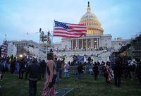 Teilnehmer der Erstürmung vor dem Kapitol in Washington