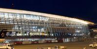 Flughafen Zürich bei Nacht.
