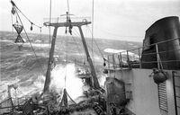 Schleppnetzfischerei bei schwerer See