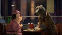 """Der Wolf erzählt der Babysitterin, was sich bei den Märchen tatsächlich zugetragen hat. Bild: """"obs/ZDF/Magic Light Pictures Limited2016"""""""