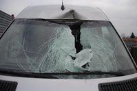 Beschädigter Transporter Bild: Polizei