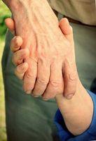 Hände: Genvariante schützt gegen Alzheimer. Bild: pixelio.de, Helene Souza