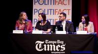 St. Petersburg, Florida, USA. Von links: Amy Hollyfield, Redakteurin der Tampa Bay Times, Angie Holan, Redakteurin bei Politifact, Aaron Sharockman, leitender Redakteur bei Politifact, und Katie Sanders, Redakteurin bei Politifact. 2016 Politifact Forum