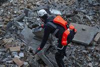 Kraftanzug für den Katastrophenschutz: Roboter-Exoskelett von German Bionic unterstützt Rettungskräfte bei schwierigen Bergungsarbeiten