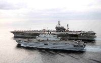 Die Giuseppe Garibaldi (im Vordergrund) mit der USS America bei einem Manöver in der Adria